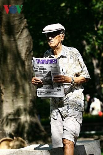 """""""Thanh niên"""" - một trong nhũng tờ báo được ưa chuộng của người Sài Gòn. Ở Sài Gòn, hai tờ báo được bạn đọc tin cậy và yêu thích nhất là """"Thanh niên"""" và """"Tuổi trẻ""""."""