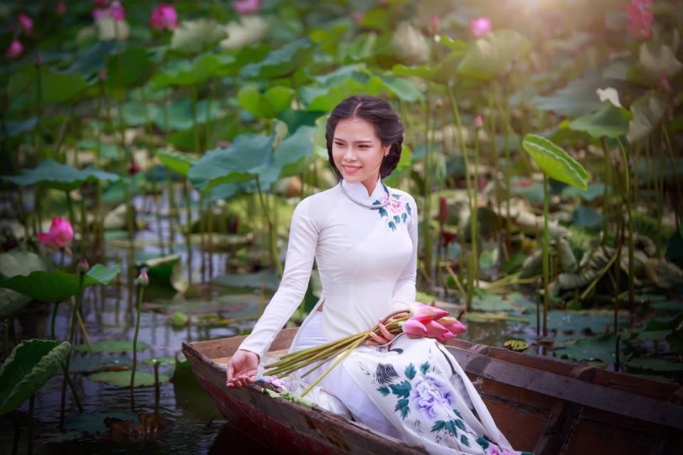 Để đến được đầm sen Tam Đa, bạn di chuyển theo đường Nguyễn Duy Trinh, quận 2, đi thẳng đến ngã 3 đường Tam Đa, tiếp đó đi thẳng qua Khu du lịch BCR là tới.