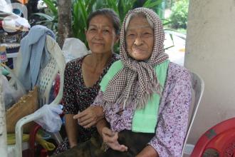 Không dám lấy chồng vì sợ mẹ già yếu, cô Xuân phải vất vả để chạy lo cơm ngày 3 bữa cho cả gia đình.