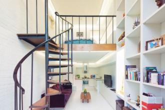 Nhà cấp 4 thiết kế ấn tượng với nửa diện tích phía trên dành cho gác lửng. Cầu thang xoáy ốc để tạo điểm nhấn và giảm diện tích sử dụng mặt bằng. Ảnh: Thietkenhadepmoi.
