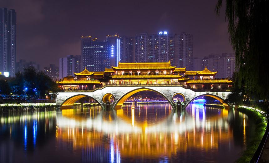 9. Tứ Xuyên (Trung Quốc): Với những ngôi làng xa xôi, những tòa nhà chọc trời, những chú gấu trúc to lớn, bức tượng Phật khổng lồ, hay các món ăn cay xé lưỡi, Tứ Xuyên như một mô hình thu nhỏ của Trung Quốc hiện đại. Có nhiều lý do hấp dẫn du khách đến Tứ Xuyên trong năm 2018 này. Ảnh: Flickr.com.