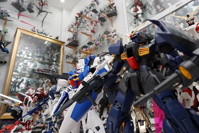 Anh Khoa dành riêng một căn phòng để trưng bày những chú robot. Ảnh: FBNV.