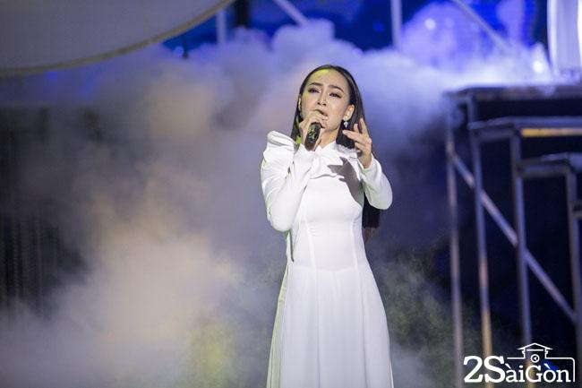 4. Phan thi hat voi Acoustic - My Ngoc