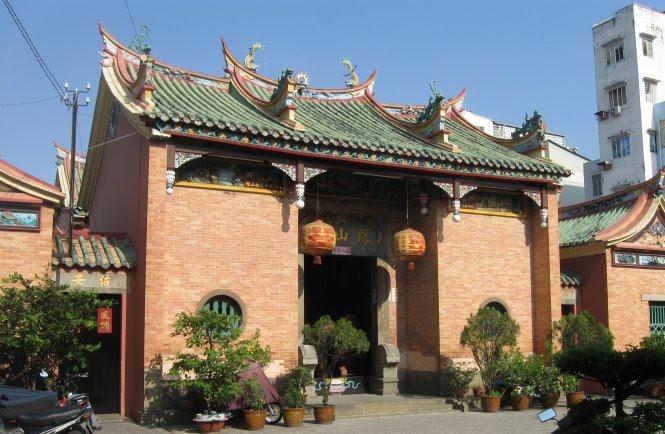 Chùa Phụng Sơn trên đường Nguyễn Công Trứ (Q.1, TP.HCM) do dòng họ Hui Bon Hoa phụng cúng - Ảnh: HỒ TƯỜNG