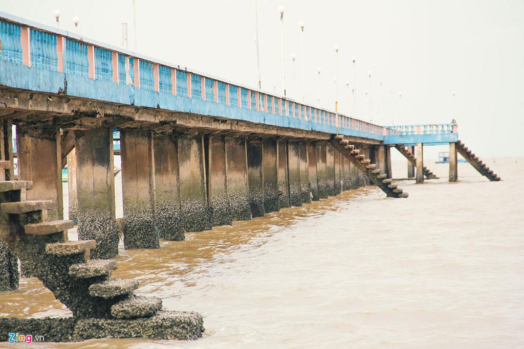 Cây cầu dẫn ra biển Tân Thành, Gò Công .