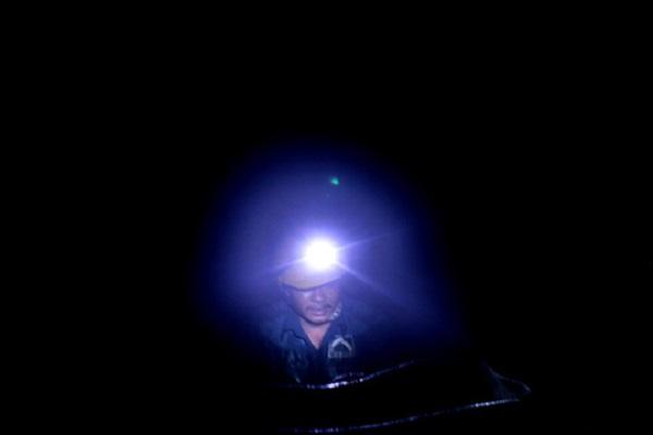 Công nhân Công ty Thoát nước Đô thị thầm lặng làm việc trong môi trường độc hại