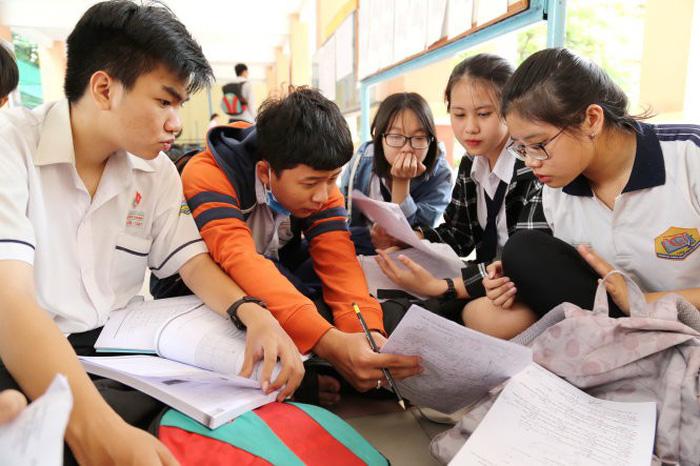 Thí sinh tham dự kỳ thi THPT quốc gia 2018 tại điểm thi Trường THPT Nguyễn Chí Thanh, Q.Tân Bình, TP.HCM - Ảnh: NHƯ HÙNG