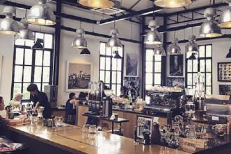 Một không gian café mang phong cách Âu châu ở Sài Gòn.