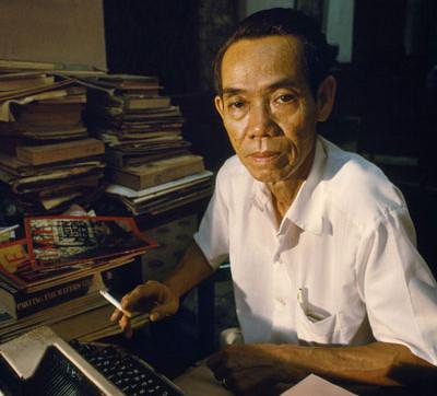 Ngay cả khi đã nghỉ hưu, Phạm Xuân Ẩn vẫn tiếp tục cống hiến. Ảnh: BTLSQD.