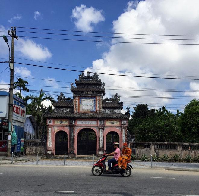 Phương tiện du lịch Huế nên lựa chọn xe máy