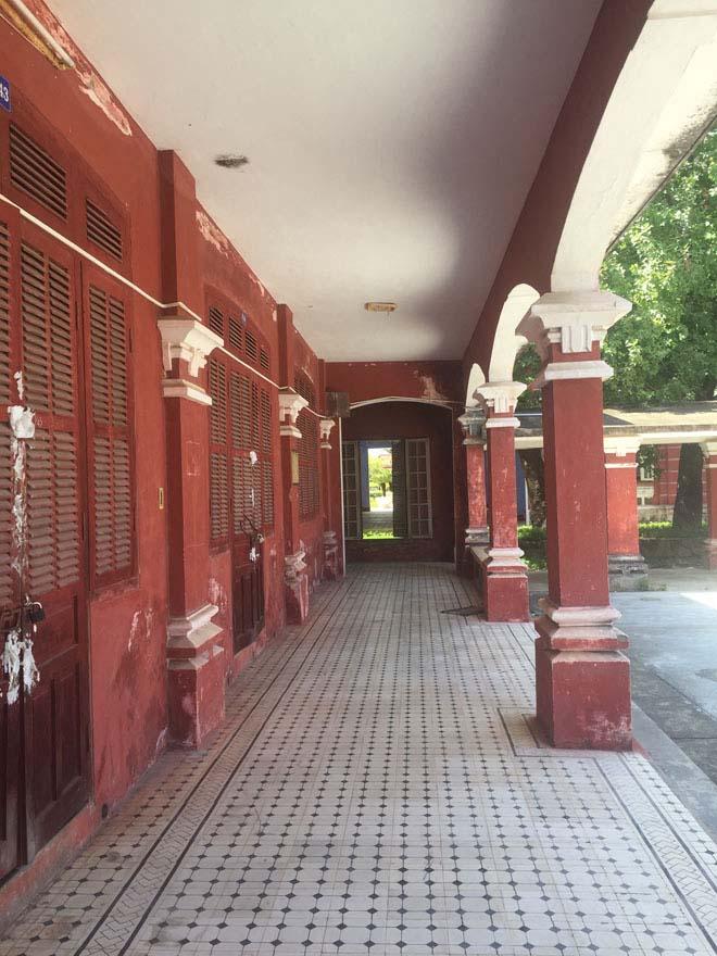 Bạn cũng có thể tham quan một số điểm du lịch khác nổi tiếng của Huế như Thánh Văn Miếu (cách Chùa Thiên Mụ  750m), chùa Từ Đàm và Ga Huế (ngay trong trung tâm thành phố). Đây đều là điểm du lịch sở hữu những công trình kiến trúc độc đáo không nên bỏ qua.