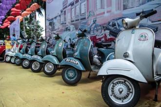 Ngày hội xe cổ Sài Gòn lần 1 được tổ chức tại công viên văn hóa Đầm Sen, diễn ra từ ngày 28 đến 29/7. Triển lãm quy tụ hàng trăm mẫu ôtô, xe máy cổ độc đáo. Đây là sự kiện thu hút các tín đồ đam mê xe cổ và nhiếp ảnh đến tham dự.