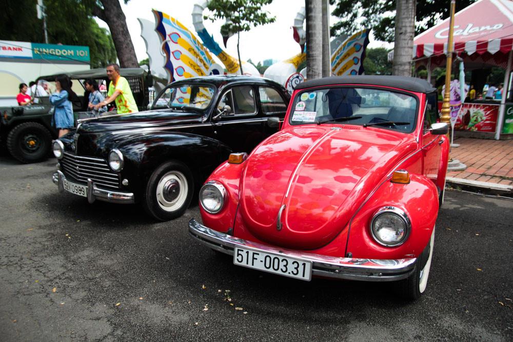 """Tại sự kiện lần này quy tụ số lượng lớn mẫu Volkswagen Beetle. Chiếc xe này thuộc đời 1972, ngoài ra còn có các """"con bọ"""" khác từ đời 1958, 1968."""