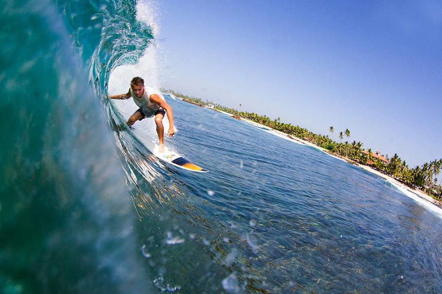 """8. Arugam Bay (Sri Lanka): Thị trấn mát mẻ bên bờ Đông Sri Lanka này từ lâu được biết đến như một """"thiên đường lướt sóng"""". Arugam Bay thách thức bạn phá vỡ mọi cấp độ của bộ môn này. Các quán bar bên bờ biển, các lễ hội âm nhạc, hay Vườn quốc gia Kumana cũng là những trải nghiệm thú vị khi du lịch đến đây. Ảnh: Amazing-places.com."""