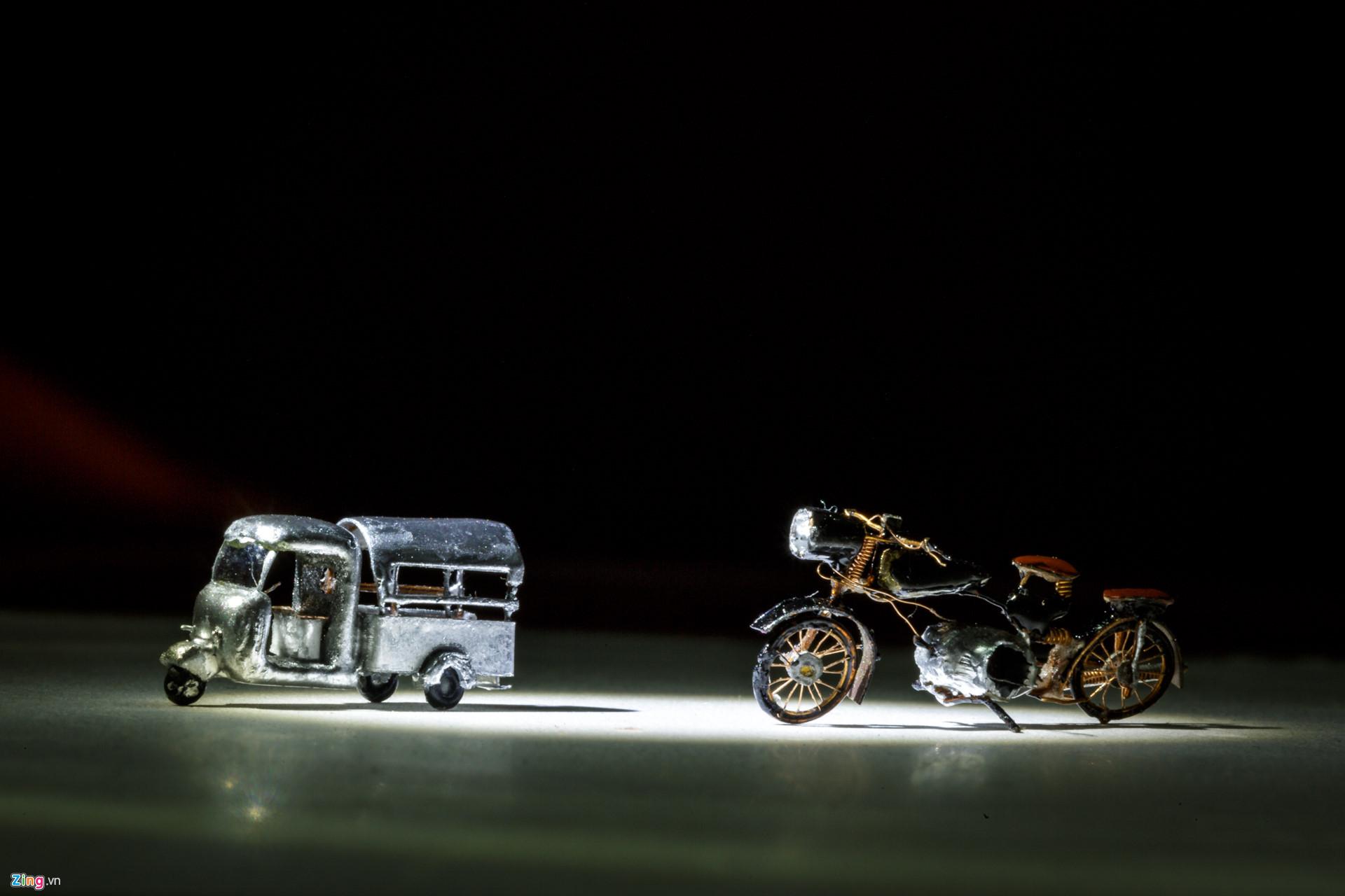 Những mô hình của ông Nam có kích thước từ dưới 1 cm cho đến to nhất là vài cm, đạt tỷ lệ lên đến 1/500 so với kích thước thật. Đặc biệt, có những chiếc xe hiệu BMW hay Harley Davidson được ông chào hàng cho chính công ty mẹ và được các hãng này mua về để triển lãm.