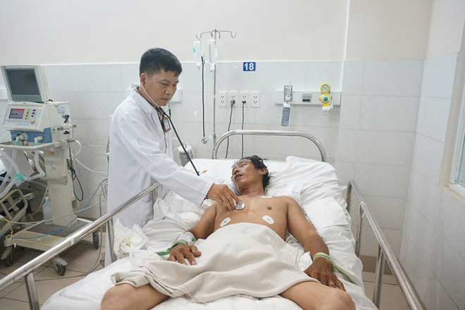 Bệnh nhân tự tử do thua độ bóng đá được cấp cứu tại BV Thống Nhất.
