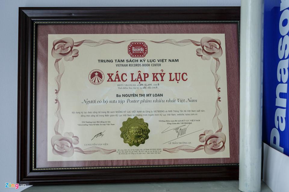 Năm 2007, Trung tâm Sách Kỷ lục Việt Nam đã chứng nhận bà Loan là người có bộ sưu tập poster phim nhiều nhất Việt Nam.