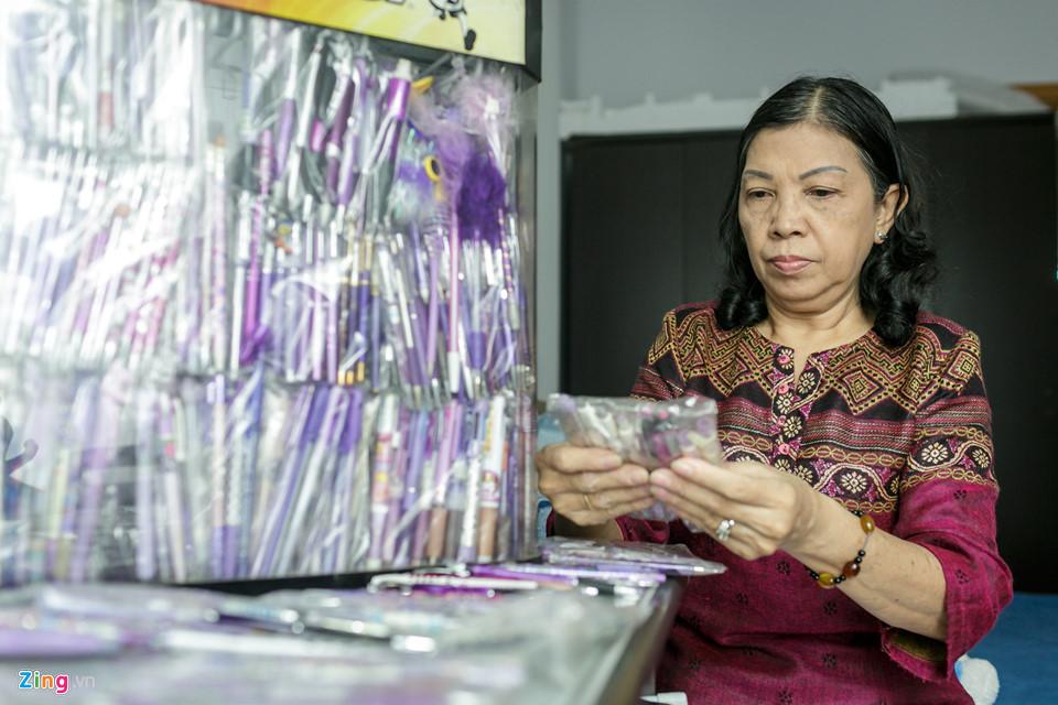 Ngoài ra, vì yêu thích màu tím nên bà Loan cũng nảy ra quyết định sưu tầm các cây viết tím.