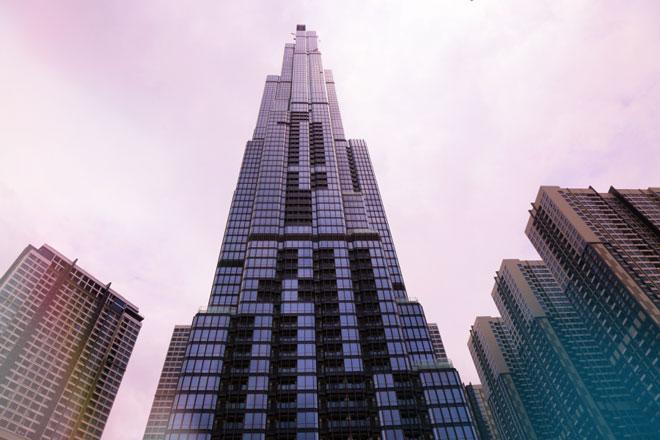 Kiến trúc được lấy cảm hứng từ hình ảnh bó tre truyền thống với dáng vẻ vươn lên, có chiều cao 461m tòa tháp Landmark 81 (81 tầng) đã xoá ngôi vị toà nhà cao nhất Việt Nam của toà nhà Landmark 72 ở Hà Nội. Sau khi chính thức hoàn thành và đi vào hoạt động, Landmark 81 sẽ ghi danh Việt Nam vào top những tòa nhà cao nhất thế giới