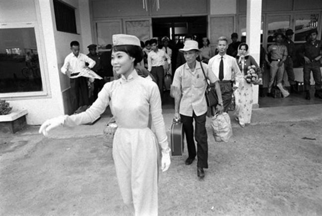 Một nữ tiếp viên hàng không của hãng Air Viet Nam