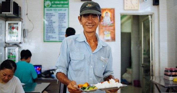 Ông Hưng là một khách hàng thân thiết của quán.