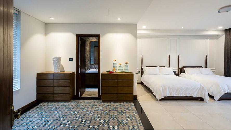 Phòng ngủ rộng kê được hai giường.