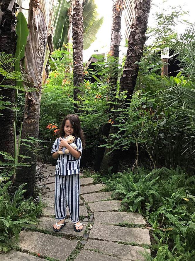 Ở TP.HCM, biệt thự của Hồng Nhung đủ lớn để chứa một khu vườn.