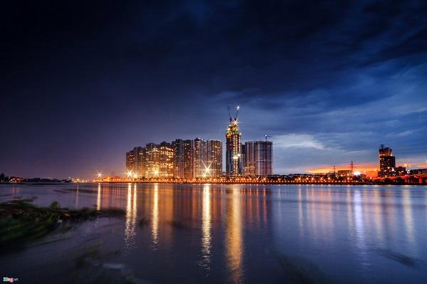 Sài Gòn về đêm là một trang giấy khác, rất đẹp khi màn đêm bao trùm các góc phố nhỏ.