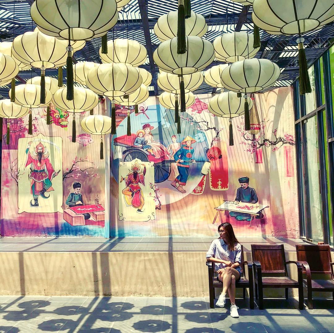 """Với diện mạo mới mẻ chuyển từ màu hồng của tòa nhà cũ sang màu xanh mát mắt, The Garden Mall thực sự là khu vườn hấp dẫn giữa lòng Sài Gòn - Chợ Lớn sầm uất. Nhiều nhà hàng ẩm thực, cửa hàng thời trang, phòng gym, game center… ở đây đủ cho bạn ăn chơi cả ngày. Thêm vào đó, từng ngóc ngách còn giúp bạn có những bức ảnh """"sống ảo"""" tuyệt đỉnh! Ảnh: @dory150690."""