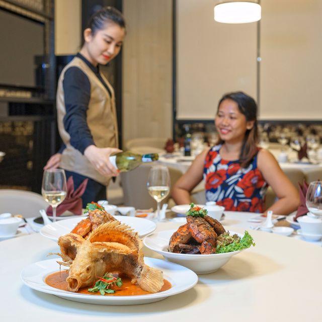 Nhà hàng Jumbo Seafood với món cua trứ danh đến từ Singapore, món Thái lạ miệng tại nhà hàng MAYs Urban Thai Dine sẽ giúp bạn thăng hoa trong vị giác. Đặc biệt, nhà hàng Cuốn Việt mang đặc trưng ẩm thực truyền thống.