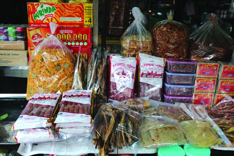 Chợ Campuchia đa dạng hàng hóa.