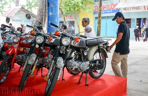 """Hiện nay, ngoài những người chơi xe cổ (nguyên bản) còn xuất hiện trào lưu phục chế, """"độ"""" xe Honda 67 tại Việt Nam."""
