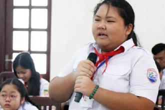 Phạm Thị Tuyết Nhi phát biểu tại Hội đồng Trẻ em TP HCM. Ảnh: Yến Nhi.