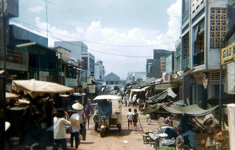 Một khu chợ ở Biên Hòa. Ảnh: David Stromberger.