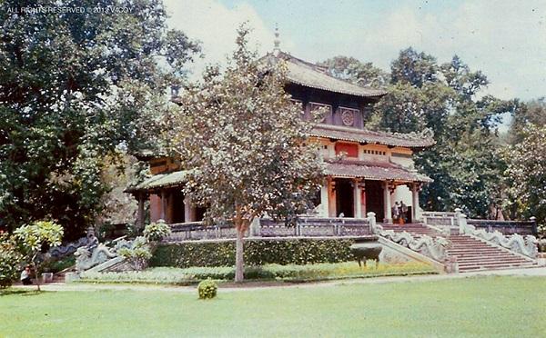 Đền Kỷ Niệm trong Thảo Cầm Viên, Sài Gòn năm 1969-1970 . Ảnh: V4coy.com.