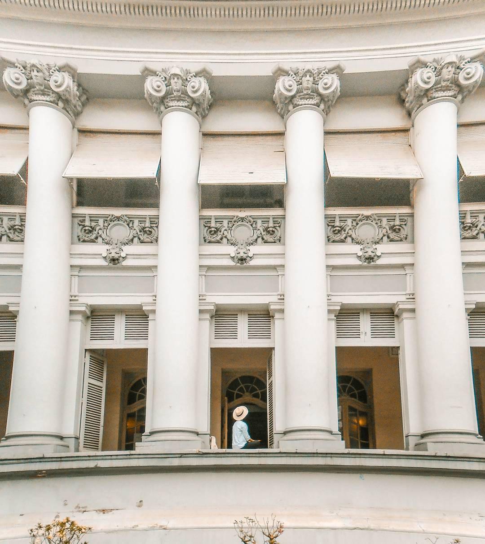 """Bảo tàng TP.HCM: Tọa lạc tại """"khu đất vàng"""" trung tâm thành phố, hàng ngày có vô số lượt người qua lại địa điểm này. Tuy nhiên, nhiều người Sài Gòn vẫn chưa khám phá hết sự thú vị của Bảo tàng TP.HCM. Tòa nhà xây dựng từ cuối thế kỷ 19 mang phong cách kiến trúc cổ điển - phục hưng, kết hợp Á - Âu này thường gọi là Dinh Gia Long. Ảnh: @thuyenhello."""