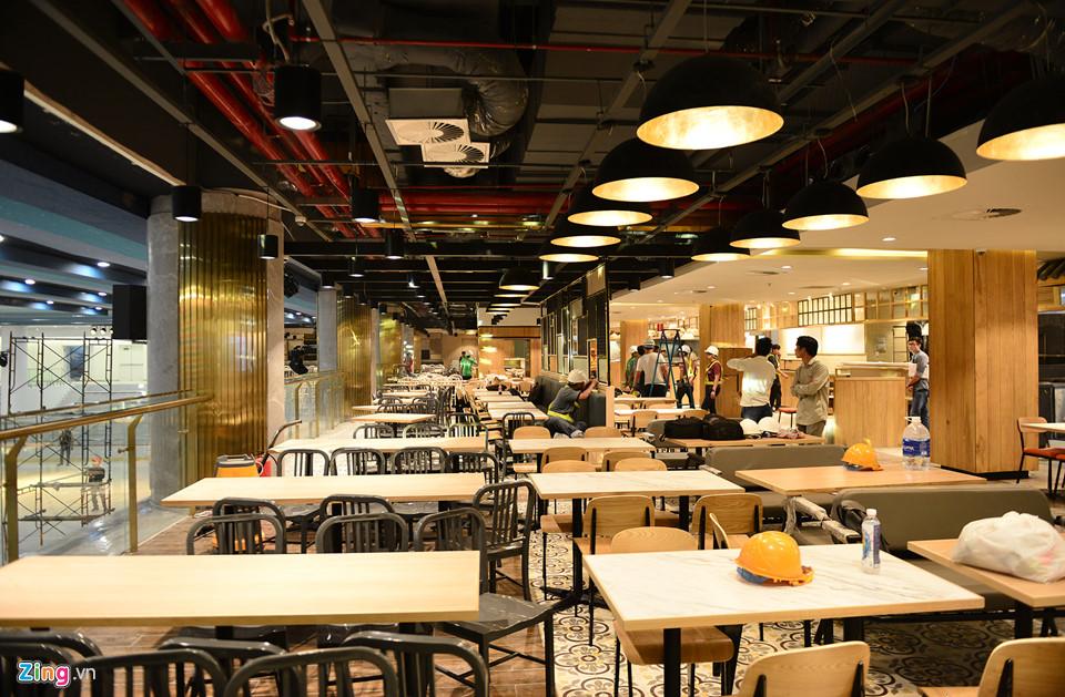 Một diện tích lớn được dành cho khu vực kinh doanh ẩm thực với các thương hiệu Nhật, Hàn Quốc, Việt Nam...