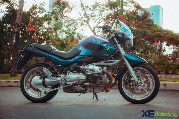 """Sơ qua về lịch sử, BMW R 1150 R được BMW Motorrad sản xuất từ năm 2001 đến 2005 thuộc R Series của BMW Motorrad. Chiếc BMW R 1150 R được sản xuất thay thế """"người tiền nhiệm"""" BMW R1100. Đến năm 2006, BMW R 1150 R được thay thế bởi đàn anh là BMW R 1200 R. Dòng BMW R 1150 R được sản xuất với 2 phiên bản gồm bản thường R1150R và bản R1150R Rockster."""