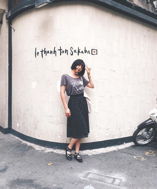 Nếu bỗng một ngày bạn cảm thấy mỏi mệt giữa nhịp sống xô bồ của Sài Gòn thử một lần đến với phố Nhật, loanh quanh đi dạo hết những con hẻm nhỏ, thưởng thức từng món ăn của xứ sở mặt trời mọc, rồi chụp cho mình cả 1 album ảnh mà sống ảo mỗi ngày. Ảnh:Swafffffffff