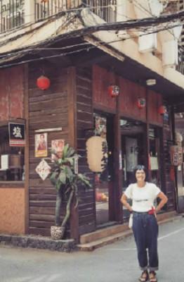 """Tọa lạc trên phố Lê Thánh Tôn, khu phố tập trung nhiều nhà hàng Nhật nhất Sài Gòn. Nơi này còn được gọi bằng cái tên """"little Japan"""" bởi đi bộ trên đoạn đường ngắn này, bạn sẽ có cảm giác nhưng đang lạc trong một hẻm nhỏ ở Tokyo. Ảnh: putkup."""