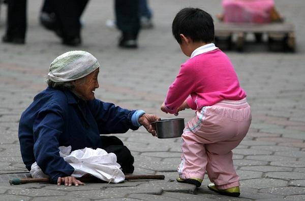 """"""" Làm việc thiện để khoe khoang hiển thị thì đâu phải xuất phát từ lòng trắc ẩn, lòng nhân ái chân thành nữa, nó chỉ là đạo đức giả mà thôi. (Ảnh: butsen.net)"""