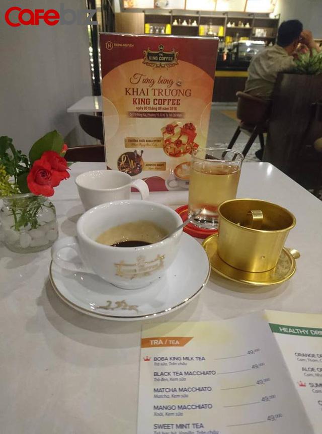 Đồ uống tại King Coffee có tầm giá từ 30 - 50 ngàn đồng/món. Ngoài cà phê, quán cũng bán nhiều loại đồ uống khác.