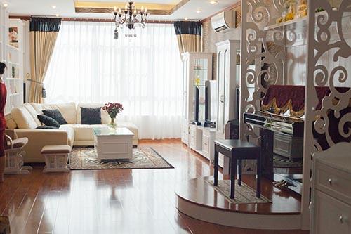 Trước đây, gia đình Ốc Thanh Vân sống  trong một căn hộ cao cấp có diện tích rộng nhưng vì muốn có thêm không gian cho 3 con vui chơi thoải mái, vợ chồng cô đã tiết kiệm để xây dựng tổ ấm khang trang mới này.