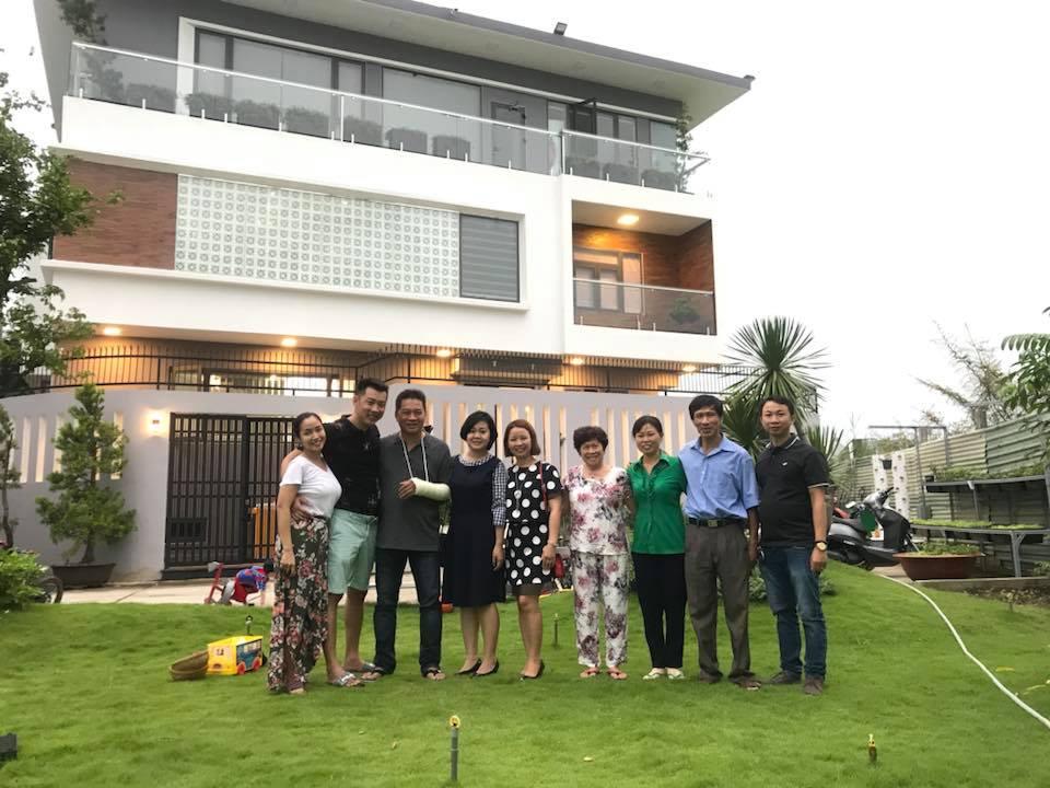 Tháng 4.2018, gia đình MC Ốc Thanh Vân dọn về căn biệt thự mới vào đúng dịp Lễ phục sinh. Nữ MC cho biết đây là thành quả của vợ chồng cô sau thời gian gian vất vả.