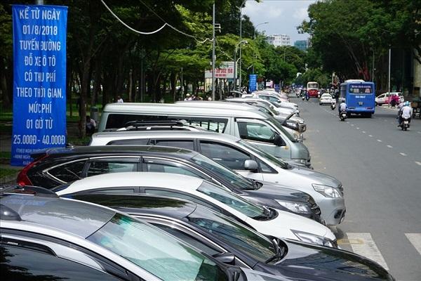 Đường Lê Lai (Q.1) - một trong 23 tuyến đường triển khai thu phí đỗ xe ô tô theo mức giá mới từ 1.8. Ảnh: M.Q