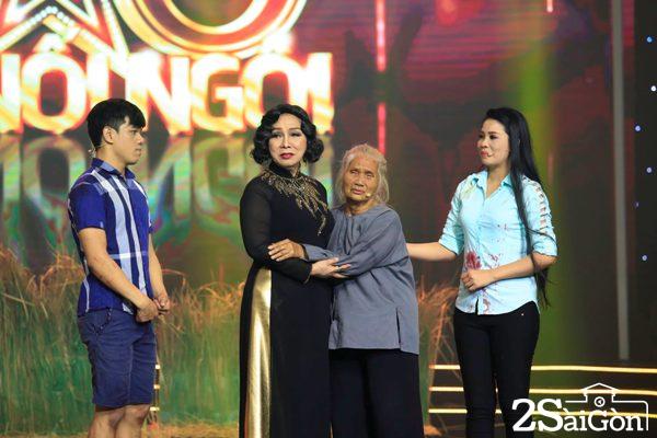 Giam khao xuc dong khi thay NS Hong Sap dien tren san khau (4)