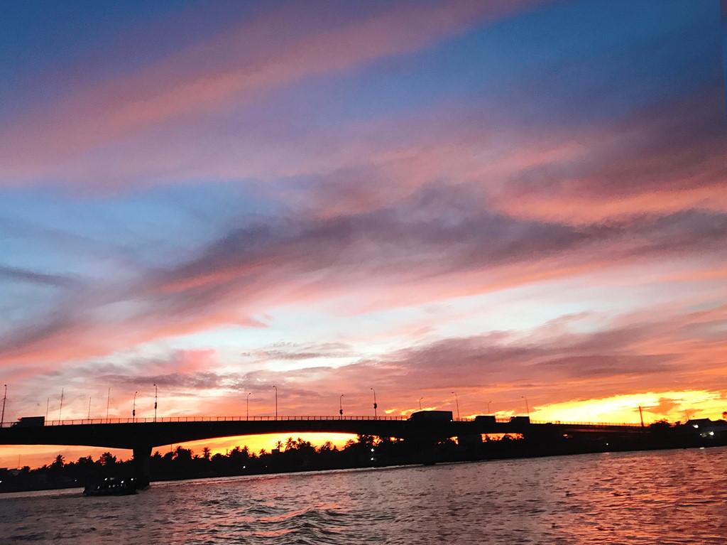 Mặt trời mọc trên sông Cái Răng.