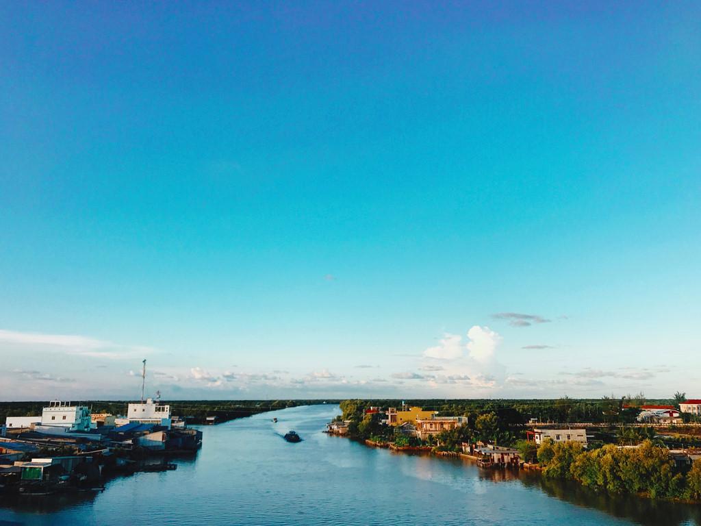 Cầu Đầm Cùng, cây cầu bắc qua dòng sông Bảy Háp, nối liền 2 huyện Cái Nước và Năm Căn tỉnh Cà Mau.