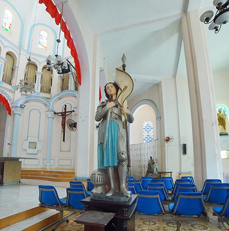 Tượng nữ thánh Jeanne d'Arc