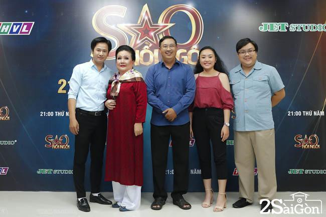 Thi sinh Ha Linh va tro dien (2)